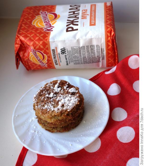 Диетический сливовый пирог с медом на ржаной муке