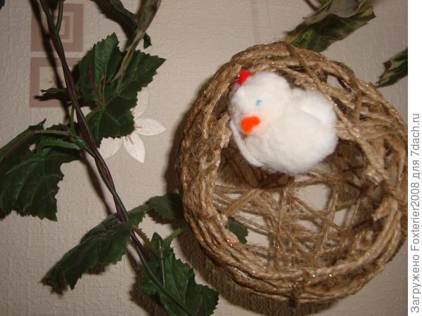 Птенчик в плетеном яйце