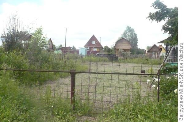 Вид на участок с улицы- июль 2013