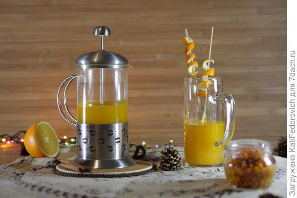 Согревающий напиток из облепихи идеален после зимней прогулки или для романтического вечера