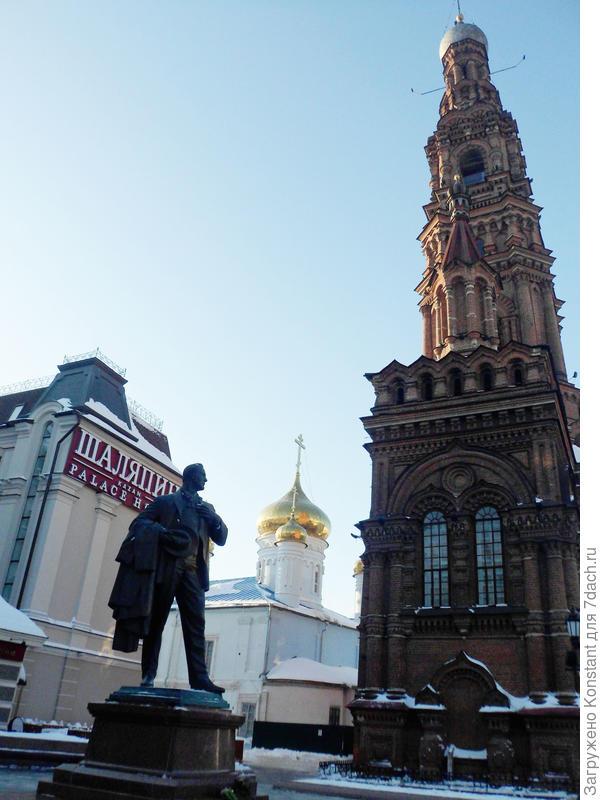"Памятник Шаляпину, отель ""Шаляпин"""