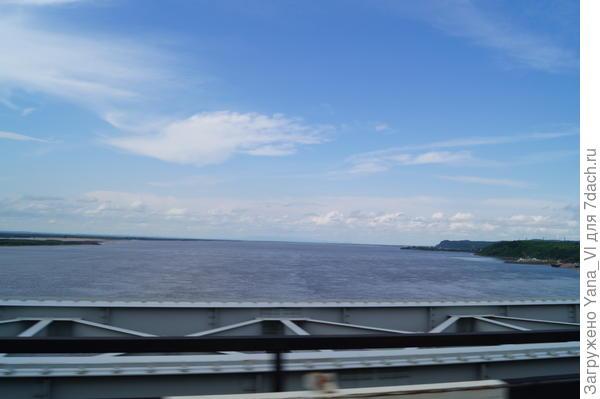 вид с моста из машины