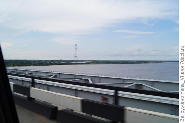 Мост через Амур. Вид из окна машины.