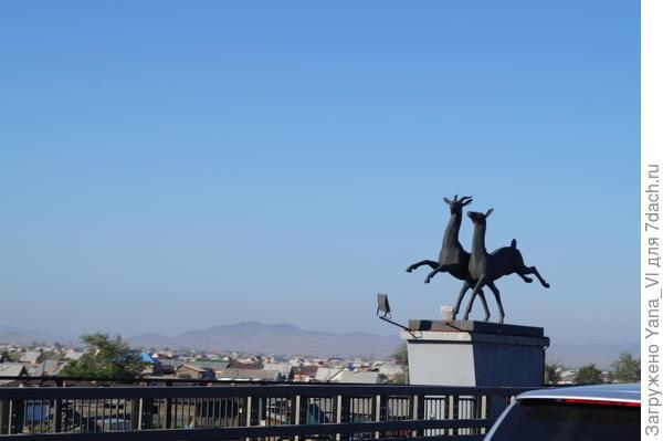 ещё скульптуры на мосту