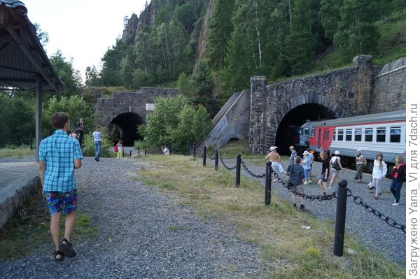 два тоннеля рядом
