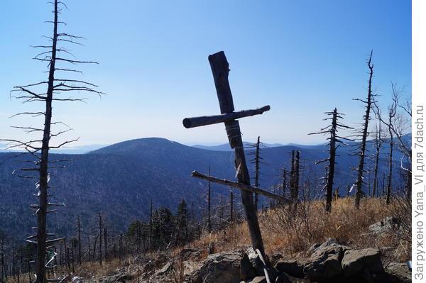 А вот и крест на вершине