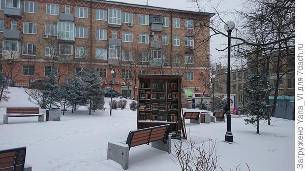 В парке машины не ездят - тут снега немного больше :)