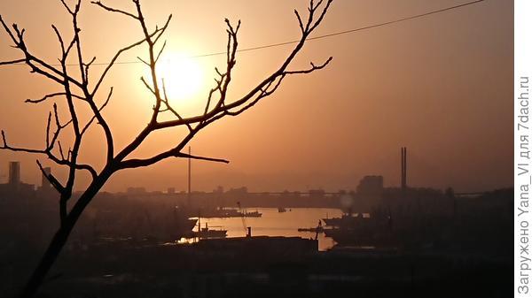 Солнце над бухтой Золотой Рог