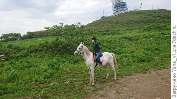 Две красавицы - лошадка и дочка моя :)