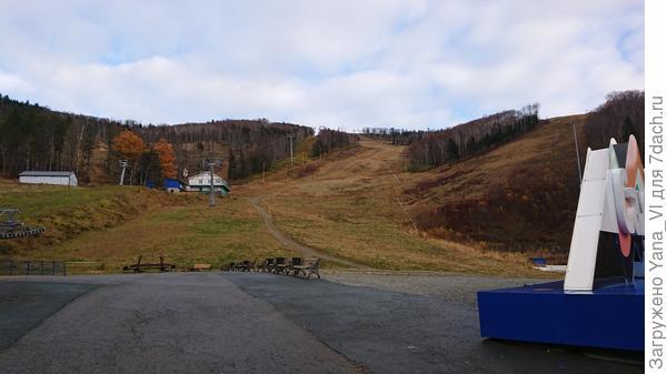 Это лыжные трассы наверху сопки (до которых мы не добрались)