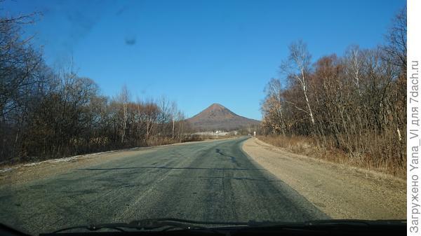 Как видите - дорога сухая, снега нет даже не обочине.