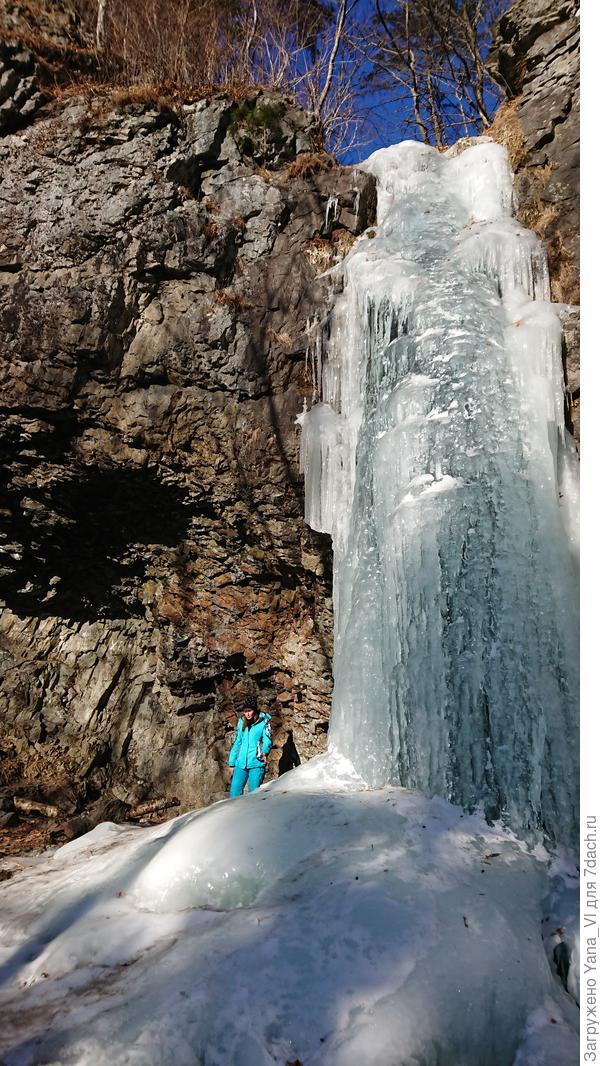 У дочки лыжный костюм яркий, так что оценить масштаб с ней удобнее.