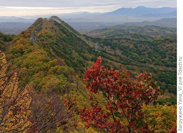 Вид на хребет Чандолаз осенью.
