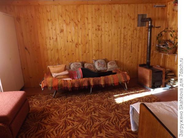 Мужчины начали с самой теплой комнаты, и с каждым днем комната превращалась в то, что я видела...Они были в отпуске, а я приезжала только на выходные, так что каждый выходной был как праздник!!! Выходной - новая комната!