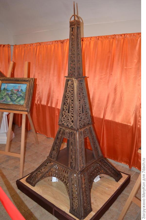 Эйфелева башня из шоколада.