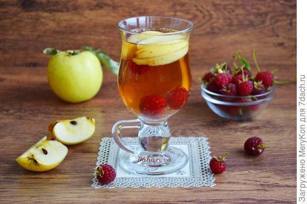 Осенний чай с Антоновкой и малиной.