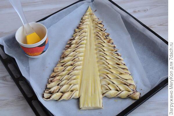 Пирог; Ёлочка; из слоеного теста: праздничное угощение за полчаса. Рецепт с пошаговыми фото