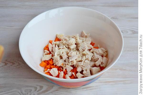 Салат из копченой курицы с сыром и орехами. Пошаговый рецепт с фото