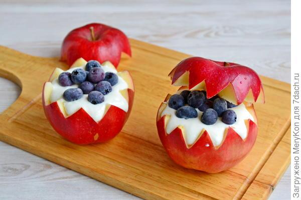 Яблоки с творогом и голубикой - пошаговый рецепт приготовления с фото
