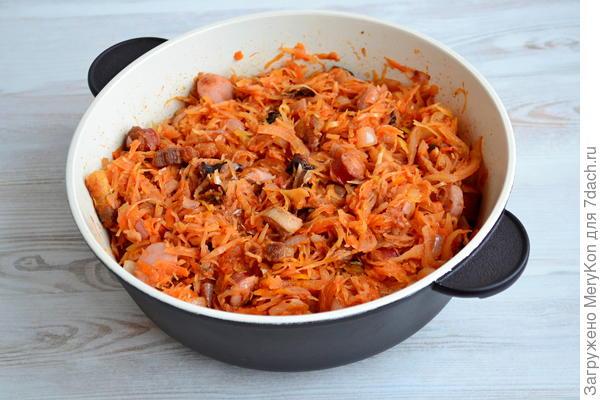 Бигос из квашеной капусты с колбасками и свиной грудинкой. Пошаговый рецепт с фото