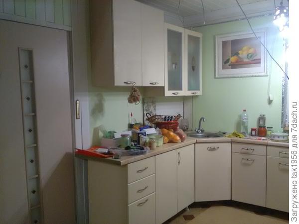 На веранде сломали перегородки, на кухне стало очень просторно. Кстати, утепление сделали. Когда закончим, покажу подробнее.