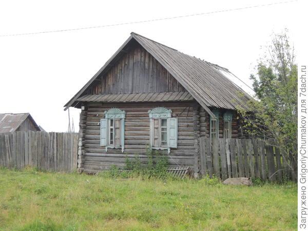 Дом с простыми узорами, но своеобразными