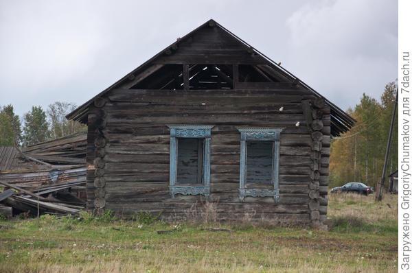 ещё наличники и брошенный дом