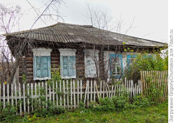 Дом с неясными наличниками