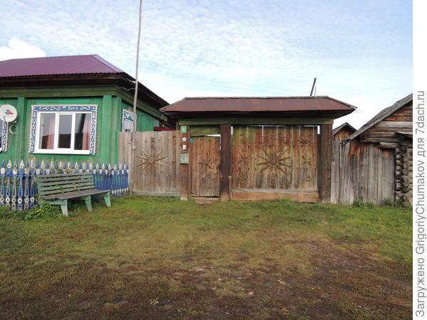 Ворота что то напоминают :). Может родственники там и тут живут :)