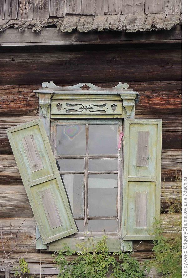 Интересное окно вновь наличники с фигурными отверстиями