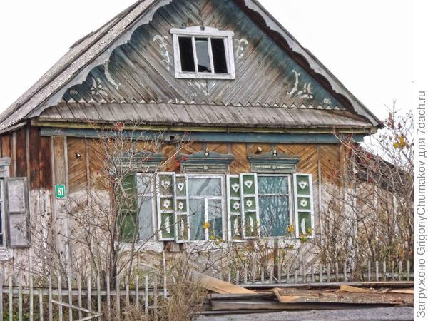 Дом, узоры то ли отвалились, то ли были нарисованы
