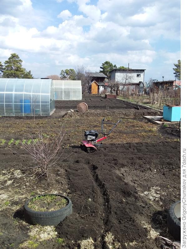 Вспашка огорода у родни