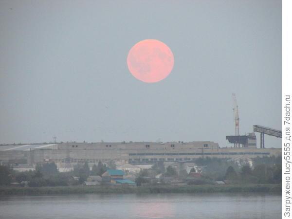 Полная Луна на восходе без всякого Суперлуния