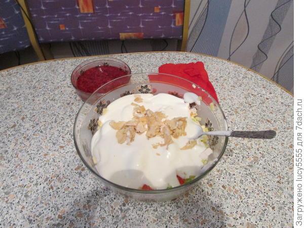 перемешиваем салат и мороженое