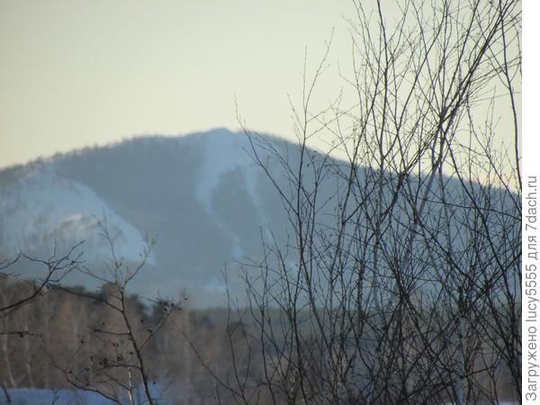 Вид на гору Егозу и горнолыжную трассу