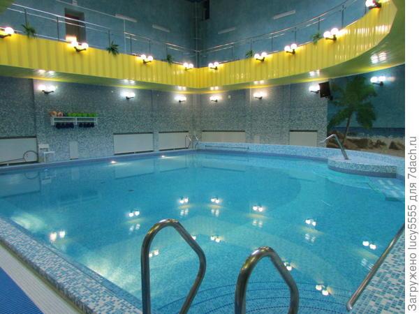 в бассейне сначала водная гимнастика, потом свободное плавание и водные процедуры