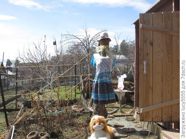 приодела соседку Люську в новый наряд, в этом году в синих тонах
