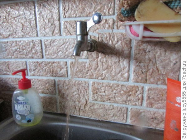 вода в кухне
