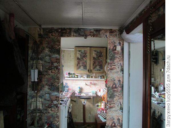 шторы убрать, дверцы кухонного шкафа гармонизировать и дальше думать
