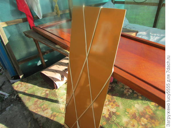 вот так выглядит крепление-подвес для зеркала