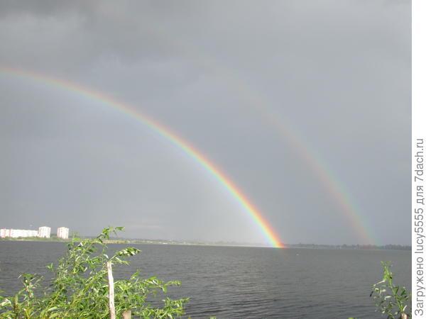после дождя любовалась радугой