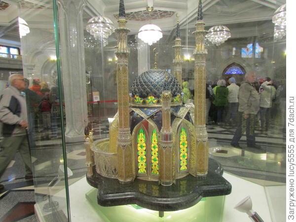 Макет мечети из драгоценных камней
