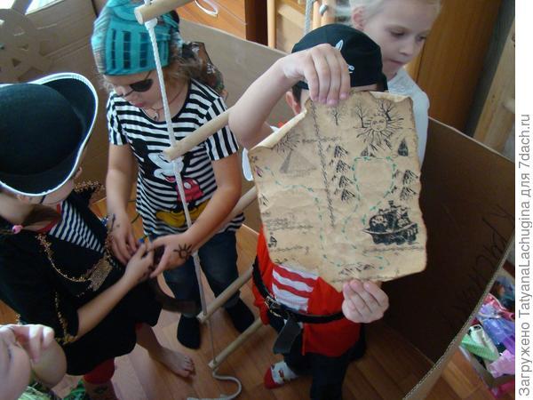 Даже пиратский корабль построила из картона, ну да это к делу не относится...