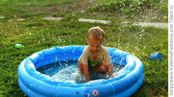 сын и бассейн