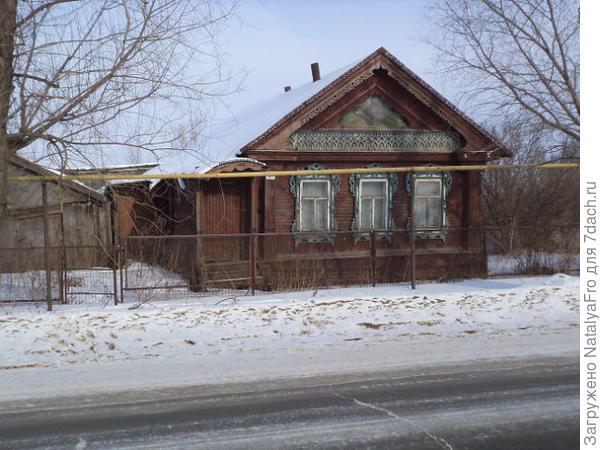 рядом дом соседей