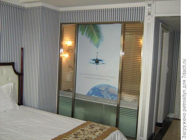 фишка гостиничная китайская - стекляная стена в ванну