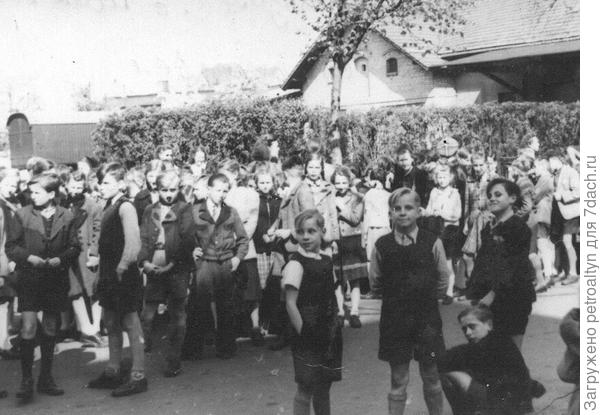 первомайская демонстрация в Восточной Германии, бывшей ГДР. 50-51 г.г.