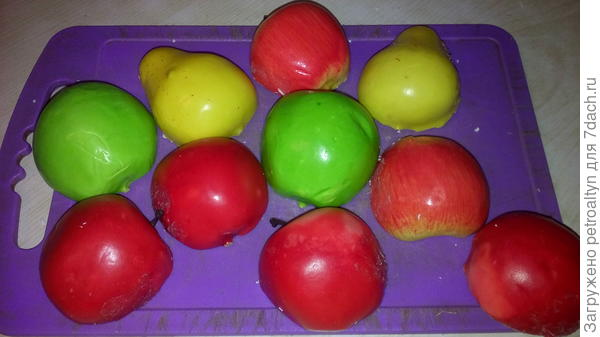 Готовим фрукты. Режем напополам