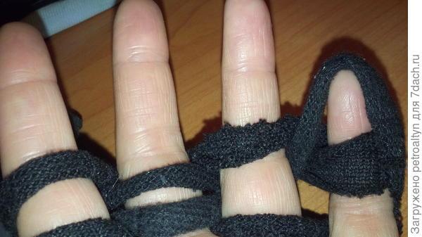 перекидывание петли через палец