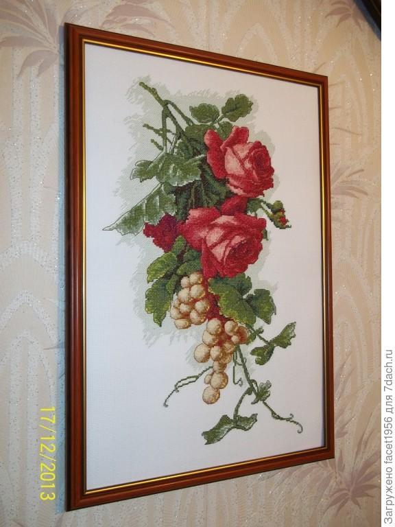Красные розы с виноградом